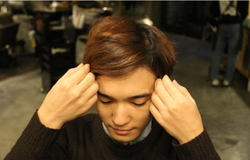 Yoo Seung Ho comma hair how to- parting your hair 7:3