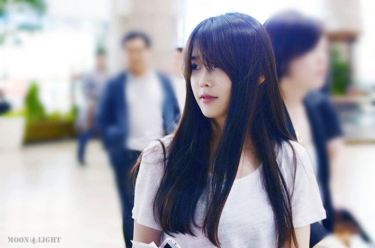 korean kpop idol solo singer IU sleek straight hair hairstyles for girls women kpopstuff
