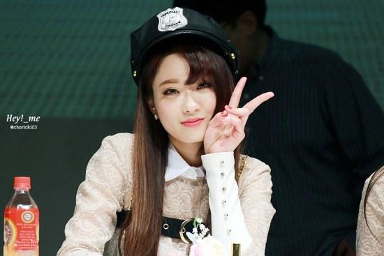 kpop girl group member kyungri nine muses comma hair trend for girls kpopstuff styling bangs for girls