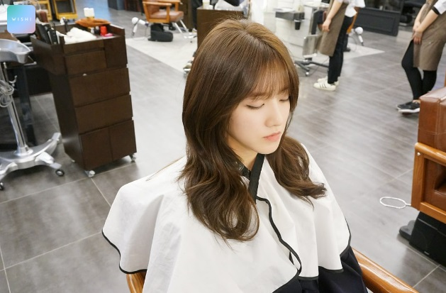 korea korean kpop idols long wavy hairstyle layered haircut side profile look hairstyles for girls women kpopstuff