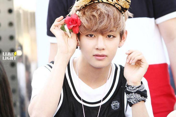 korea-korean-kpop-idol-boy-band-group-BTS-bangtan-boys-v-taehyung-bandana-hair-accessories-for-guys-kpopstuf