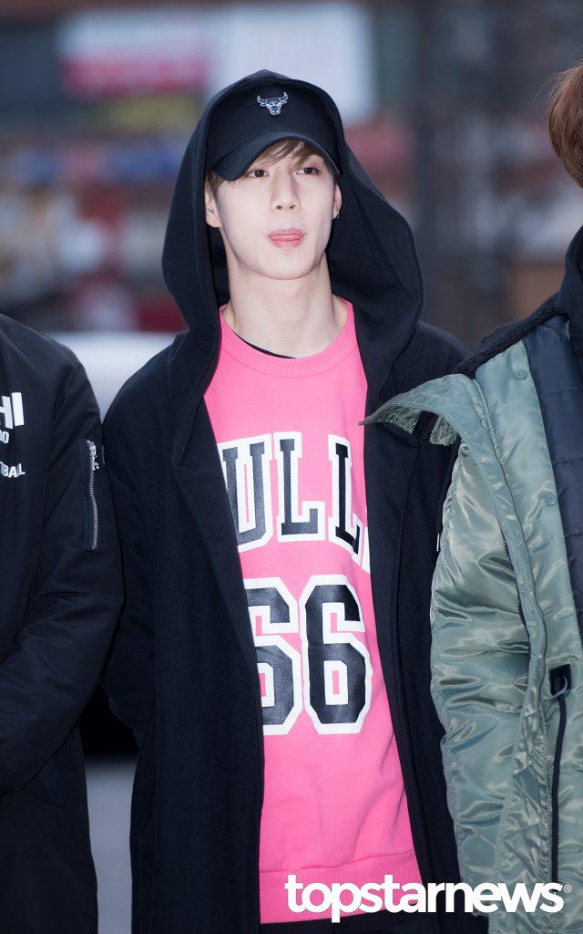 korea korean kpop idol boy band group got7 GOT7 Mark's airport fashion casual sporty look outfits for guys kpopstuff