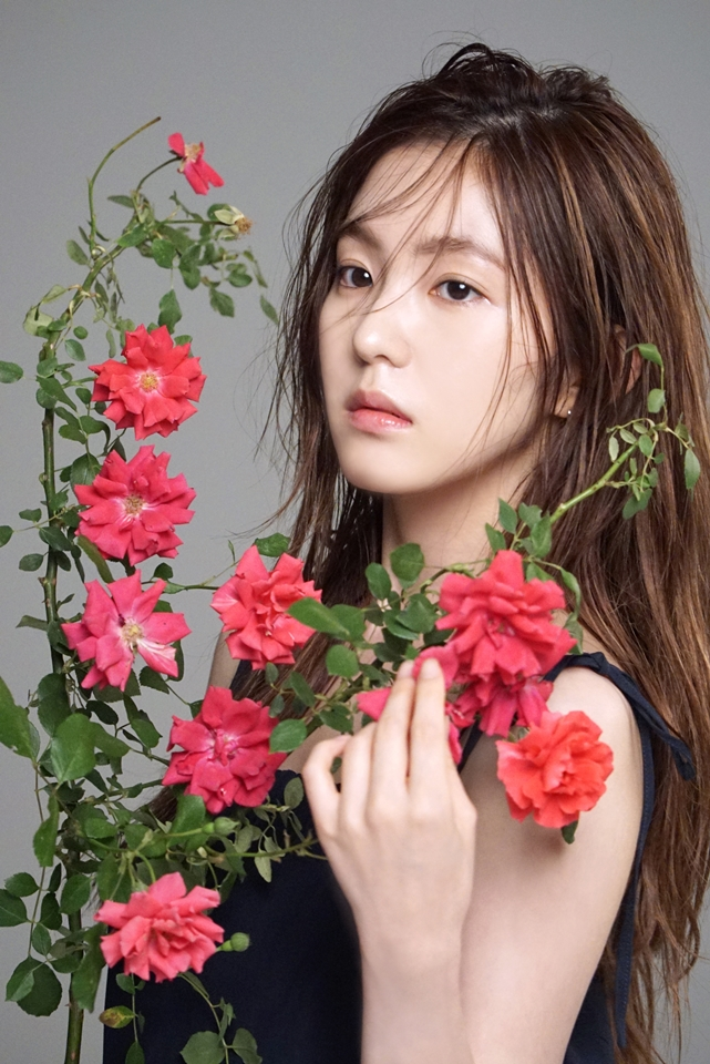 Red Velvet Irene S Two Tone Hair Kpop Korean Hair And Style