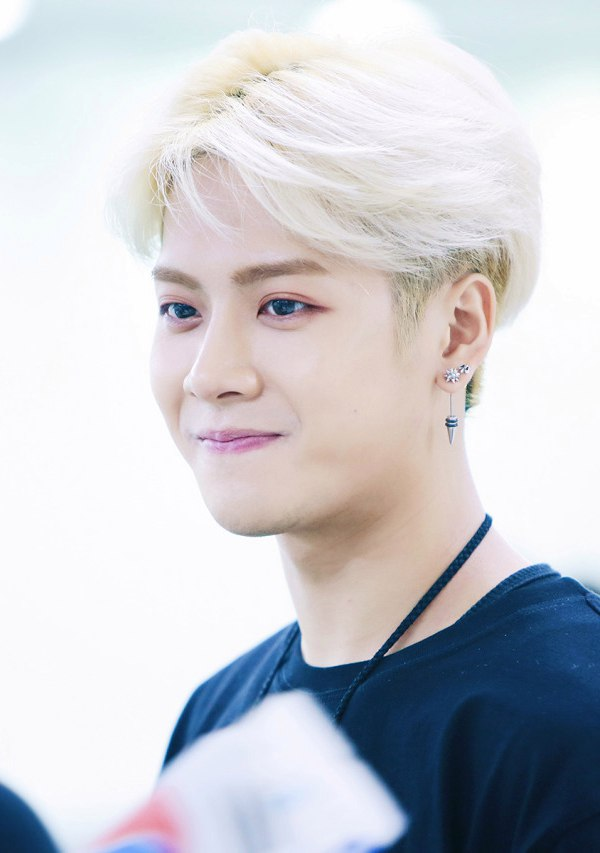 korea korean kpop idol boy band group got7 jackson's blonde hair color middle part hairstyles for guys kpopstuff