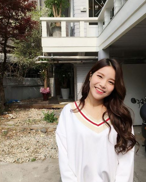 korea korean kpop idol girl band group mamamoo solar's goddess waves wavy hair hairstyles for girls permed look kpopstuff