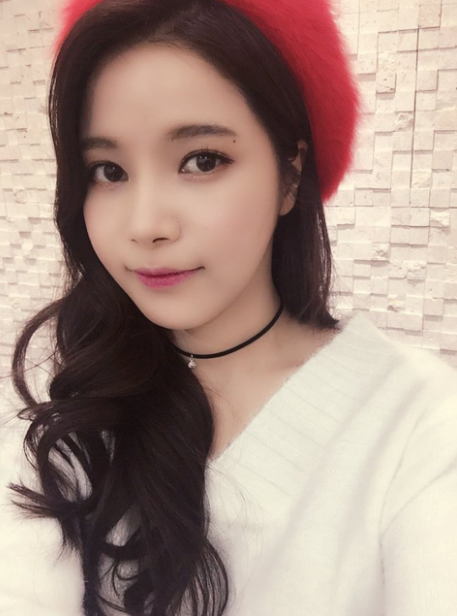 korea korean kpop idol girl band group mamamoo solar's goddess waves wavy permed hair hat beret hairstyles for girls kpopstuff