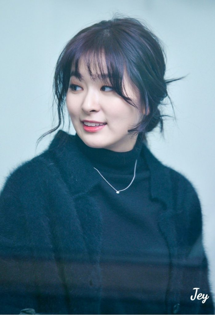 korea korean kpop idol girl group band red velvet seulgi's messy updo easy updos bun hair for girls hairstyles kpopstuff