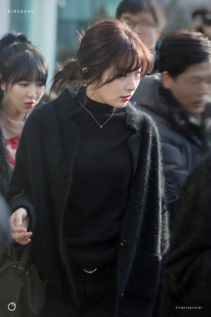 korea korean kpop idol girl group band red velvet seulgi's messy updo easy updos bun hairstyles curly wavy hair for girls kpopstuff
