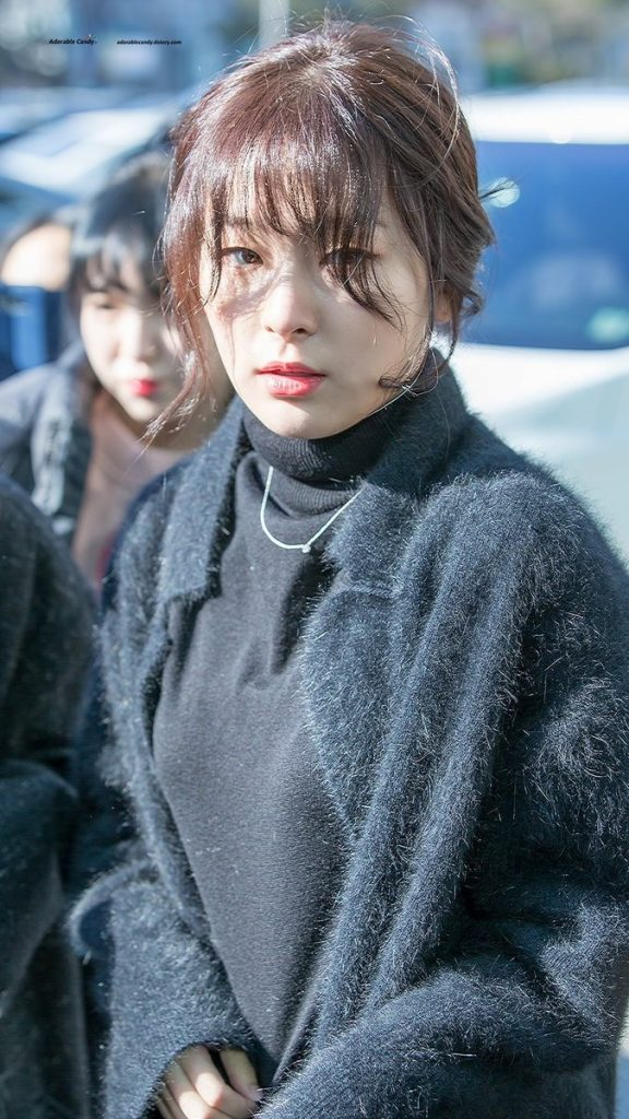 korea korean kpop idol girl group band red velvet seulgi's messy updo easy updos bun hairstyles for girls curly wavy hair natural bun kpopstuff