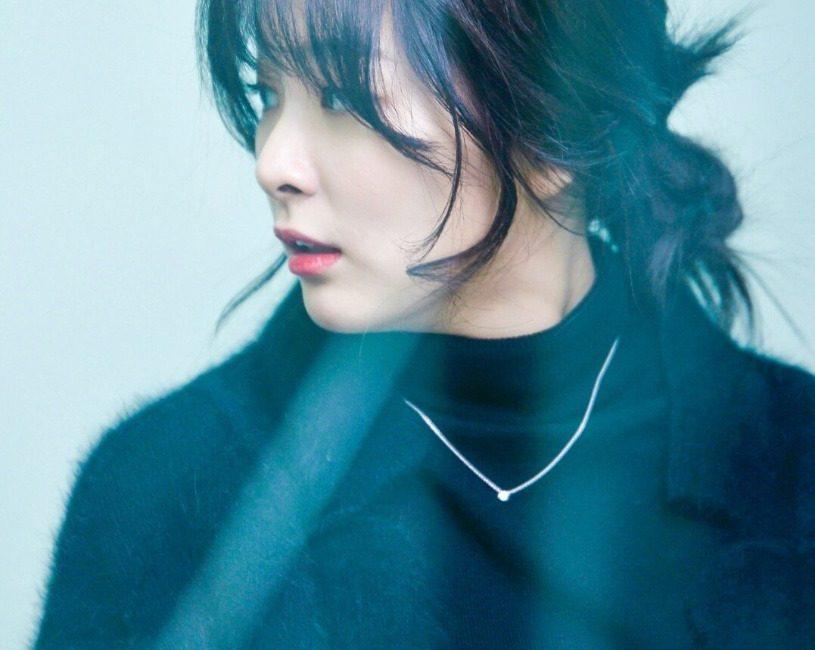 korea korean kpop idol girl group band red velvet seulgi's messy updo easy updos bun hairstyles hair for girls kpopstuff side profile