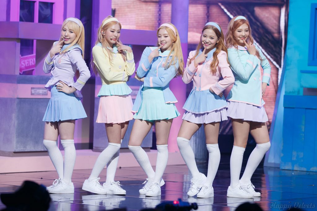 Korea Korean kpop idol girl group band red velvet's hairstyles pastel skirt outfit fashion headband hairstyle style for girls kpopstuff