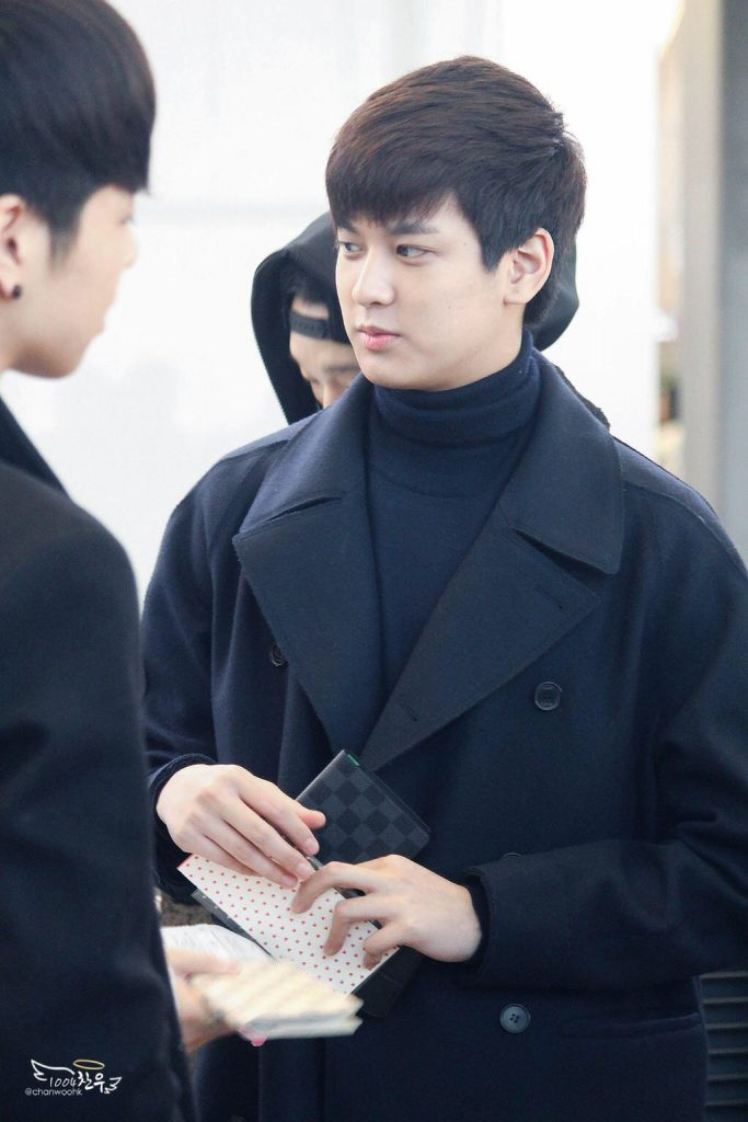 korea korean kpop idol boy band group ikon fashion favorites jung chanwoo long coat blue navy airport looks outfits for guys kpopstuff