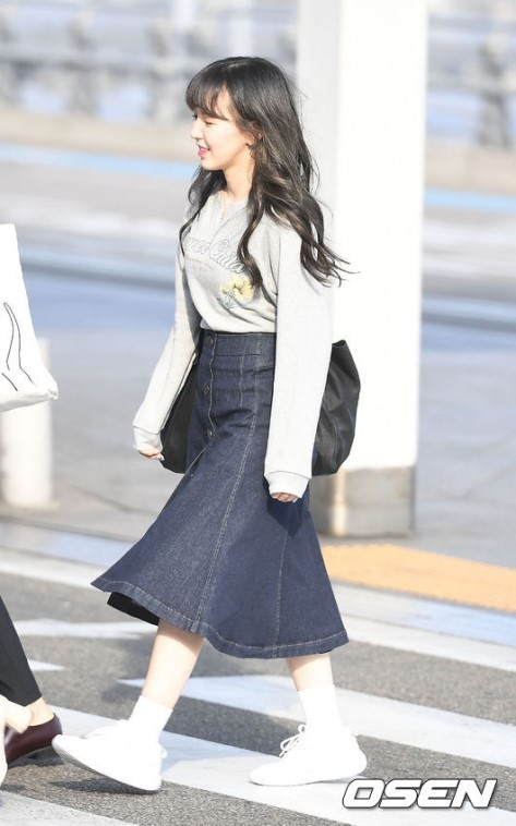 Red Velvet Wendy 39 S Airport Fashion The Denim Skirt