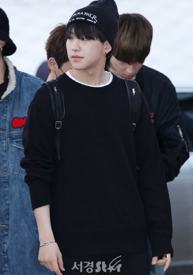 Seventeen Hoshi S Airport Fashion All Black Knitwear