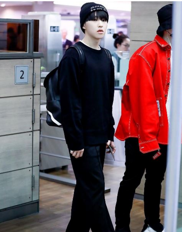korea korean kpop idol boy band group seventeen hoshi's airport fashion all black knitwear style casual comfy looks for guys men kpopstuff