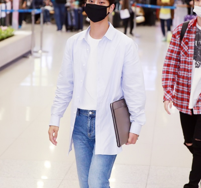 korea korean kpop idol boy band group vixx n's airport outfit simple casual jeans t shirt dress shirt style fashion guys kpopstuff