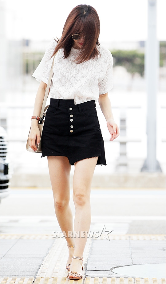 Korea Korean Kpop Idol Girl Group Band Exid Hani S Half Tuck Fashion Airport Style White Shirt Black Shorts Clothes Kpopstuff Kpop Korean Hair And Style